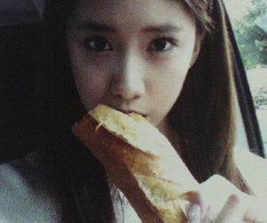 bread, snsd yoona, and eat image