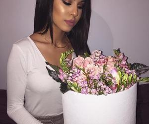 femme, fleur, and classe image