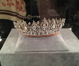 crown, diamond, and Queen image
