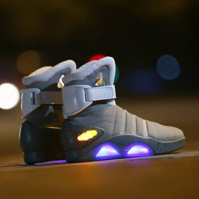 10 LED Shoes That Light Up At The Bottom And Change Colors