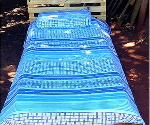 pallet bed ideas, pallet bed projects, and pallet bed designs image