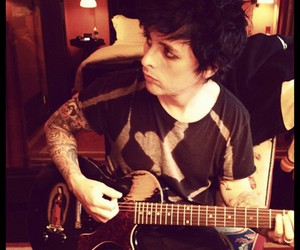 green day, billie joe armstrong, and guitar image