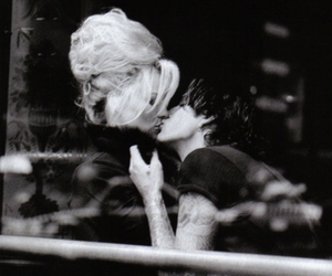 blonde, kiss, and Pamela Anderson image