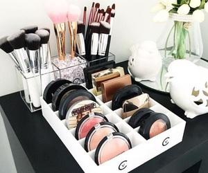 make up and organization image