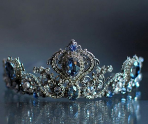 crown and couronne+ image
