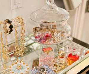jewelry, bedroom, and perfume image