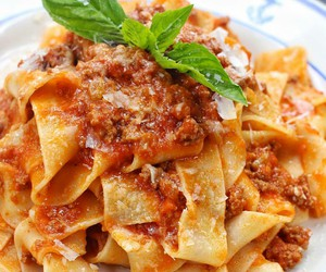 pasta and italian food image