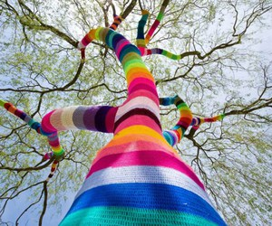 tricot, yarn bombing, and knitta please image