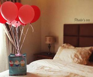 balloons and gift image