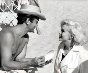 Marilyn Monroe, some like it hot, and tony curtis image