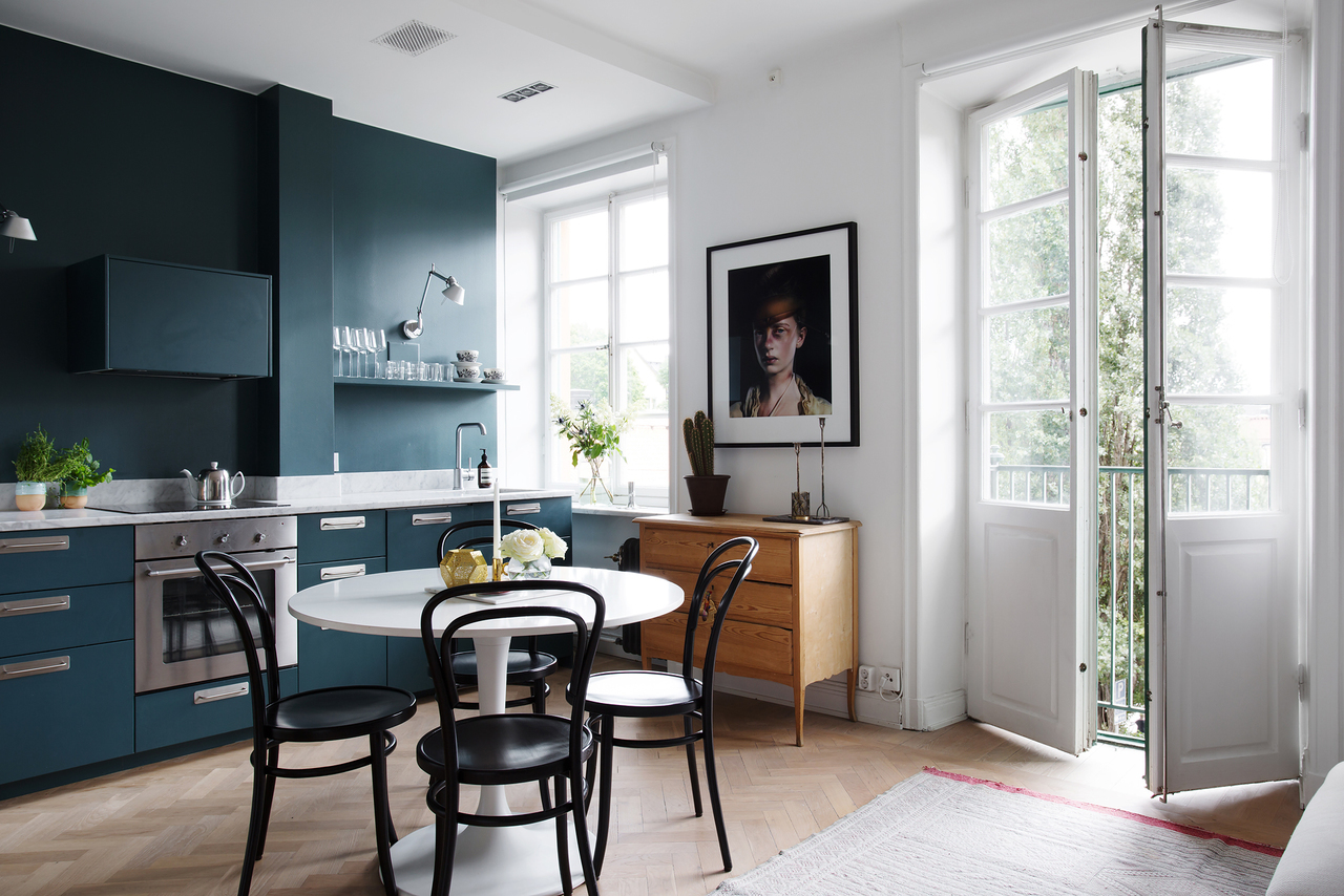 Teal Kitchen Ith Teal Wall Round Table And Ton Chairs