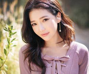 model, sung kyung, and chuu image