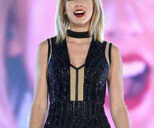 Taylor Swift, concert, and smile image