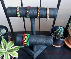 bracelet, Jaune, and plante image