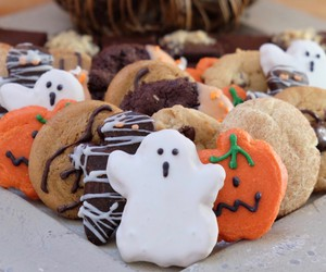 halloween special, peanut butter brownies, and halloween goodies image