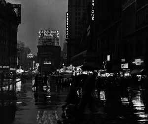black and white, city, and vintage image
