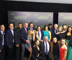 arrow and 100 episodes image