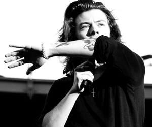 harry+styles+, one+direction+, and black+and+white+ image