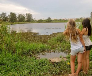 girls and friends. river image