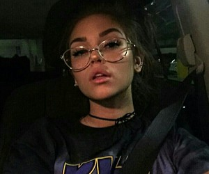 maggie lindemann and glasses image