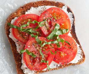 تفسير اكل الطماطم في الحلم رؤيا تناول البندوره في المنام