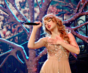 Taylor Swift, enchanted, and speak now image