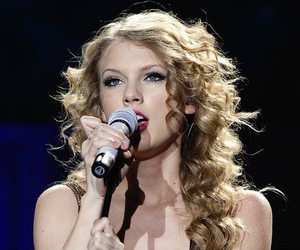 Taylor Swift and speak now world tour image