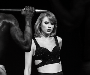 Taylor Swift and 1989 world tour image