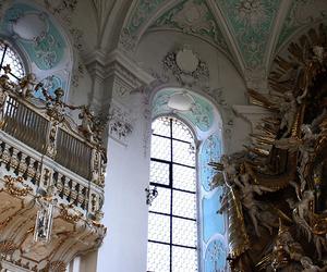 altar, art, and golden image