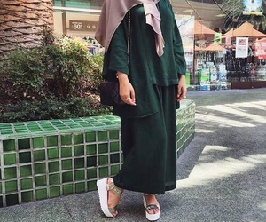 hijab, style, and hijabista image