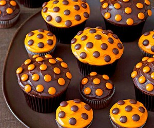 cupcake, Halloween, and chocolate image