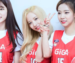 bona, yeoreum, and 보나 image