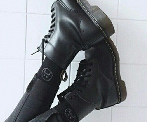 chaussures, noir, and doc martens image