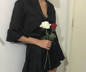 aesthetic, black, and roses image