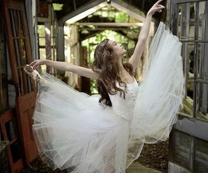 ballet and white image