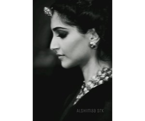 bollywood, sonam kapoor, and black+and+white image