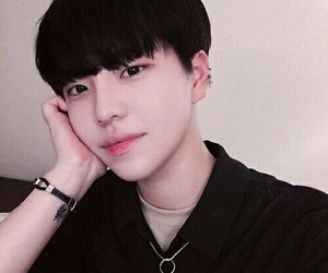 ulzzang, boy, and aesthetic image