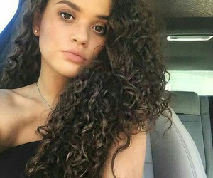 curl and madison pettis image