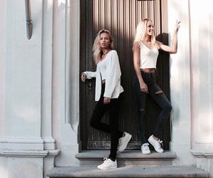 twins and lisaandlena image