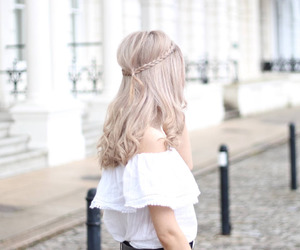 blonde, style, and curls image