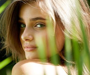 taylor hill and model image