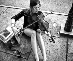 jambes, musique, and violin image