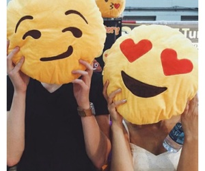 love, couple, and emoji image