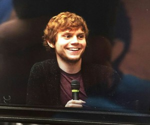 comic con, smile, and evan peters image