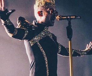 bill kaulitz and fell it all tour image