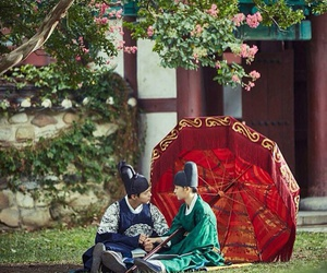 kim yoo jung, moonlight drawn by clouds, and love in the moonlight image