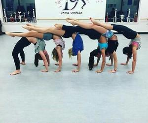 gimnastic, друзья, and дружба image