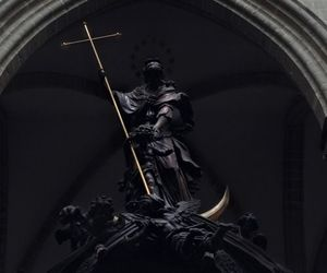 black and statue image
