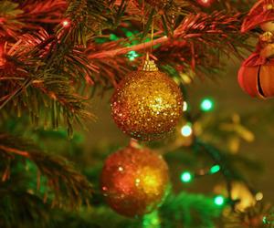 christmas, glitter, and tree image