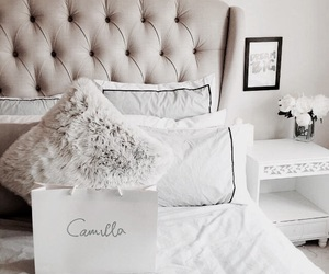 bedroom and pillows image